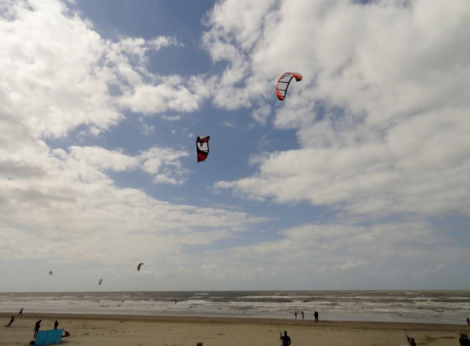 kitesurfers Noordwijk